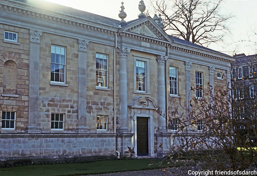 Cambridge: Downing College, Howard Building--north side. Quinlan Terry, architect. 1988.  Photo '90.