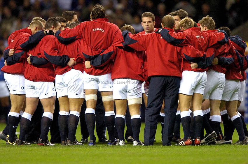 Photo: Richard Lane..England XV v New Zealand Barbarians. Zurich World Champions Challenge. 20/12/2003..England huddle.