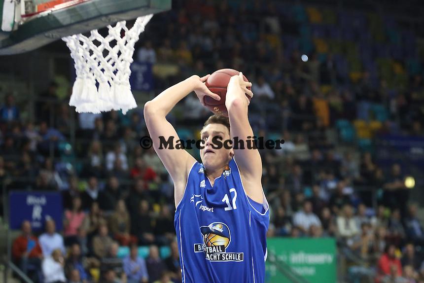 Dunking Johannes Voigtmann (Skyliners)- Fraport Skyliners vs. s.Oliver Baskets Würzburg, Fraport Arena Frankfurt