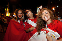 Eleitores comemoram a vitória do Não em uma das principais avenidas da cidade.<br /> Os eleitores paraenses decidiram, em plebiscito realizado neste domingo (11), manter o Estado unido e negaram a divisão territorial para criação dos Estados de Carajás e Tapajós. Com isso, o Brasil continuará com 26 Estados, além do Distrito Federal. Por volta de 20h30,  87,74% dos votos haviam sido apurados: 67,43% dos eleitores votaram contra criação de Carajás e 66,87%, de Tapajós.<br /> Belém, Pará, Brasil<br /> Foto Paulo Santos<br /> 11/12/2011