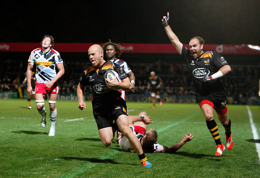 Photo: Richard Lane/Richard Lane Photography. Wasps v Harlequins.  European Rugby Champions Cup. 26/10/2014. Wasps' Joe Simpson breaks for a try.