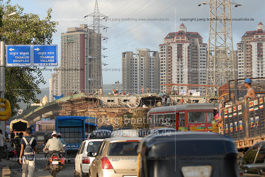 INDIA Mumbai , building of flyover for city highway in front of Apartment towers in Kandivli / INDIEN Mumbai , Bau einer Bruecken Ueberfuehrung fuer die Stadt Autobahn im Stadtteil Kandivli, Thakur village