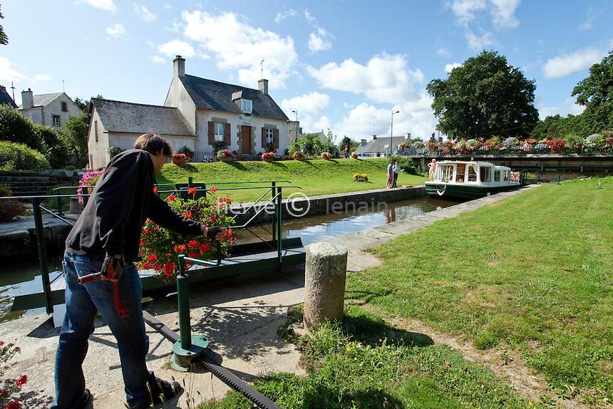 France, Morbihan (56), vallée du Blavet, Pontivy, écluse sur le canal de Nantes à Brest // France, Morbihan, Blavet Valley, Pontivy, lock on the canal from Nantes to Brest