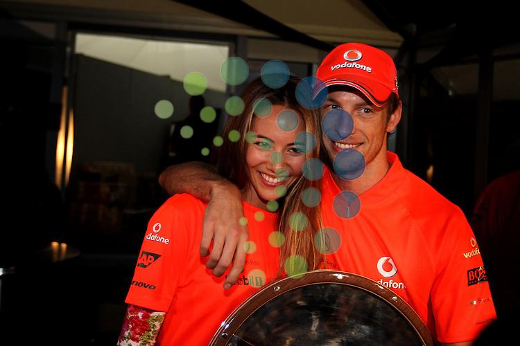 F1 GP of Australia, Melbourne 26. - 28. March 2010.Jenson Button (GBR),  McLaren F1 Team and his girlfriend Jessica Michibata..Hasan Bratic;Koblenzerstr.3;56412 Nentershausen;Tel.:0172-2733357;.hb-press-agency@t-online.de;http://www.uptodate-bildagentur.de;.Veroeffentlichung gem. AGB - Stand 09.2006; Foto ist Honorarpflichtig zzgl. 7% Ust.;Hasan Bratic,Koblenzerstr.3,Postfach 1117,56412 Nentershausen; Steuer-Nr.: 30 807 6032 6;Finanzamt Montabaur;  Nassauische Sparkasse Nentershausen; Konto 828017896, BLZ 510 500 15;SWIFT-BIC: NASS DE 55;IBAN: DE69 5105 0015 0828 0178 96; Belegexemplar erforderlich!..