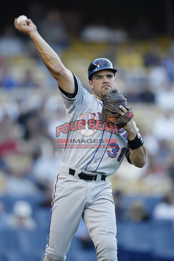 Mike Piazza of the New York Mets throws before a 2002 MLB season game against the Los Angeles Dodgers at Dodger Stadium, in Los Angeles, California. (Larry Goren/Four Seam Images)