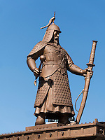 Statue von Admiral Yi am F&auml;hrhafen In Yeosu, Provinz Jeollanam-do, S&uuml;dkorea, Asien<br /> monument of admiral Yi at ferry port  in Yeosu, province Jeollanam-do, South Korea, Asia