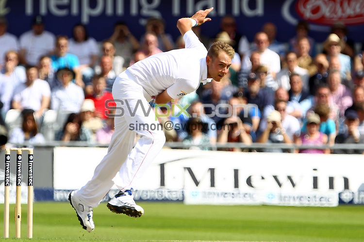 PICTURE BY ALEX WHITEHEAD/SWPIX.COM - Cricket - 2nd Investec Test Match - Day 1 - England vs South Africa - Headingley, Leeds, England - 02/07/12 - England's Stuart Broad delivers the ball.