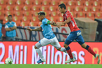 MEDELLIN - COLOMBIA, 09-02-2019: Andres Ricaute del Medellín disputa el balón con David Ferreira de Union durante partido por la fecha 4 de la Liga Águila I 2019 entre Deportivo Independiente Medellín y Union Magdalena jugado en el estadio Atanasio Girardot de la ciudad de Medellín. / Andres Ricaute of Medellin vies for the ball with David Ferreira of Union during match for the date 4 of the Aguila League I 2019 between Deportivo Independiente Medellin and Union Magdalena played at Atanasio Girardot stadium in Medellin city. Photo: VizzorImage / Leon Monsalve / Cont