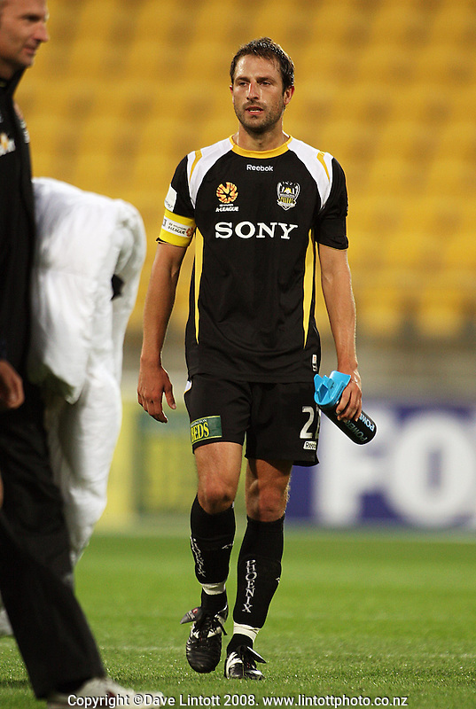 Phoenix captain Andrew Durante is disappointed drawing the A-League football match between the Wellington Phoenix and Perth Glory at Westpac Stadium, Wellington, New Zealand on Saturday, 13 December 2008. Photo: Dave Lintott / lintottphoto.co.nz