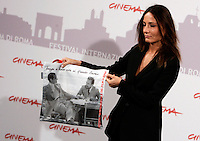 "La regista Maria Sole Tognazzi posa durante un photocall per la presentazione del suo film fuori concorso ""Ritratto di mio padre""  dedicato al padre Ugo Tognazzi, alla vigilia dell'apertura del Festival Internazionale del Film di Roma, 27 ottobre 2010. Nella foto sulla borsa, gli attori Vittorio Gassman, a sinistra, ed Ugo Tognazzi..Italian director Maria Sole Tognazzi poses during a photocall to present her movie ""Ritratto di mio padre"" (""Portrait of my father""), on her father, actor Ugo Tognazzi, on the eve of the opening of the Rome Film Festival, on the eve of the opening, at Rome's Auditorium, 27 october 2010. In the picture on the purse, Italian actors Vittorio Gassman, left, and Ugo Tognazzi..UPDATE IMAGES PRESS/Riccardo De Luca"