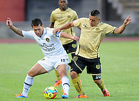 ITAGÜÍ -COLOMBIA-15-02-2014. Cleider Alzate (Der) jugador de Itaguí disputa el balón con Alex Jaramillo (Izq) jugador de Fortaleza FC en partido válido por la fecha 5 de la Liga Postobon I 2014 jugado en el estadio Metropolitano de Itaguí./ Cleider Alzate (R) player of Itagui figths the ball with Alex Jaramillo (L) player of Fortaleza FC during match valid for the fifth date of the Postobon League I 2014 played at Metropolitano stadium in Itaguí city.  Photo:VizzorImage/Luis Ríos/STR