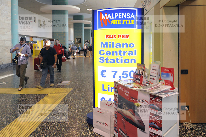 - Aereoporto di Milano Malpensa, biglietteria per i servizi di collegamento con la citt&agrave;<br /> <br /> - Milan Malpensa Airport, ticket office for services connecting the city