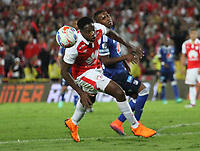 BOGOTÁ - COLOMBIA, 6-05-2018:Leyvin Balanta (Izq.) jugador del Independiente Santa Fe  disputa el balón con Juan Camilo Salazar (Der.) jugador de Millonarios  durante partido por la fecha 19 de la Liga Águila I 2018 jugado en el estadio Nemesio Camacho El Campín de la ciudad de Bogotá. / Leyvin Balanta (L) player of Independiente Santa Fe fights for the ball with Juan Camilo Salazar (R) player of Millonarios during the match for the date 19 of the Liga Aguila I 2018 played at the Nemesio Camacho El Campin Stadium in Bogota city. Photo: VizzorImage / Felipe Caicedo / Staff.