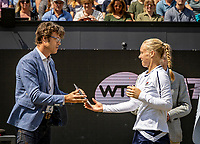 Rosmalen, Netherlands, 16 June, 2019, Tennis, Libema Open, Kiki Bertens (NED) receives the runner up trophy from KNLTB Chairman Roger Davids<br /> Photo: Henk Koster/tennisimages.com