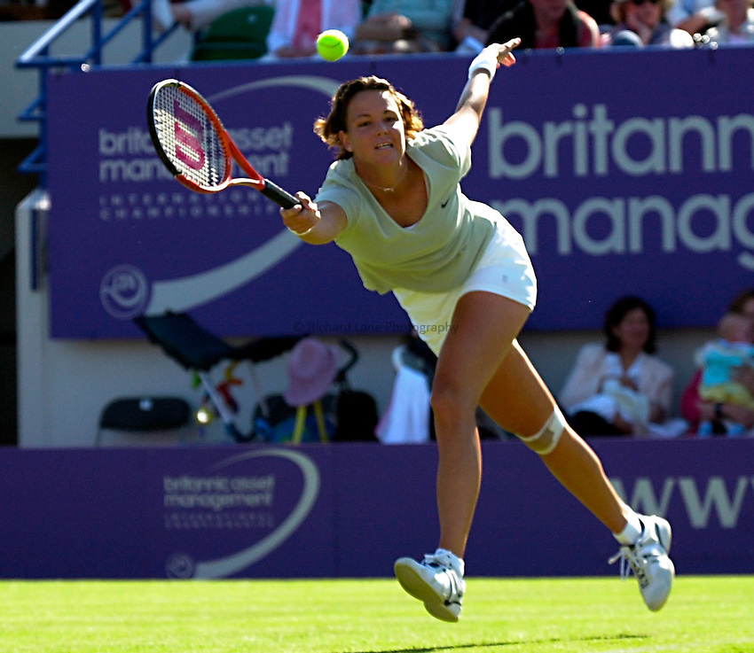 Photo. Rene Solari..19/6/01  .Eastbourne Day 2. American Lindsay Davenport show determination as she runs across the court to return Anne-Gaelle Sidot  ball....