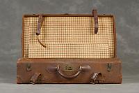 Willard Suitcases / Edward T / ©2014 Jon Crispin