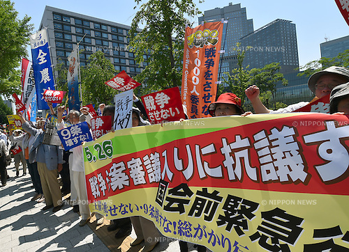 May 26, 2015, Tokyo, Japan - Concerned citizens gather outside the national Diet building in Tokyo on Tuesday, May 25, 2015, voicing their opposition to national security bills which would pave the way for Japan to exercise the right to collective self-defense.  (Photo by Natsuki Sakai/AFLO) AYF -mis-
