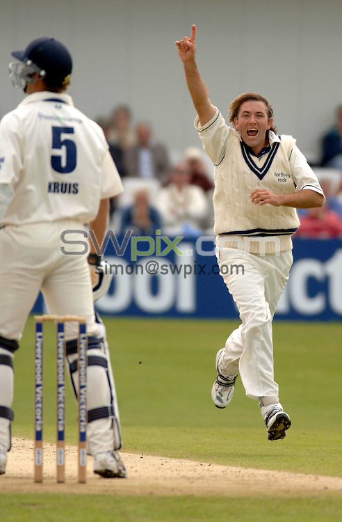 pix: Oskar Vierod/SWpix.com. Yorkshire Cricket. Liverpool and Victoria County Championship. 01/09/06 Yorkshire v Middlesex at Scarborough..>>copyright picture>>simon wilkinson>>07811267706>>..Middlesex bowler Chris Silverwood celbrates the wicket of Kruis to give him a five wicket haul against his former side.