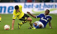 FUSSBALL   1. BUNDESLIGA   SAISON 2012/2013    25. SPIELTAG FC Schalke 04 - Borussia Dortmund                         09.03.2013 Nuri Sahin (li, Borussia Dortmund) gegen Jefferson Farfan (re, FC Schalke 04)