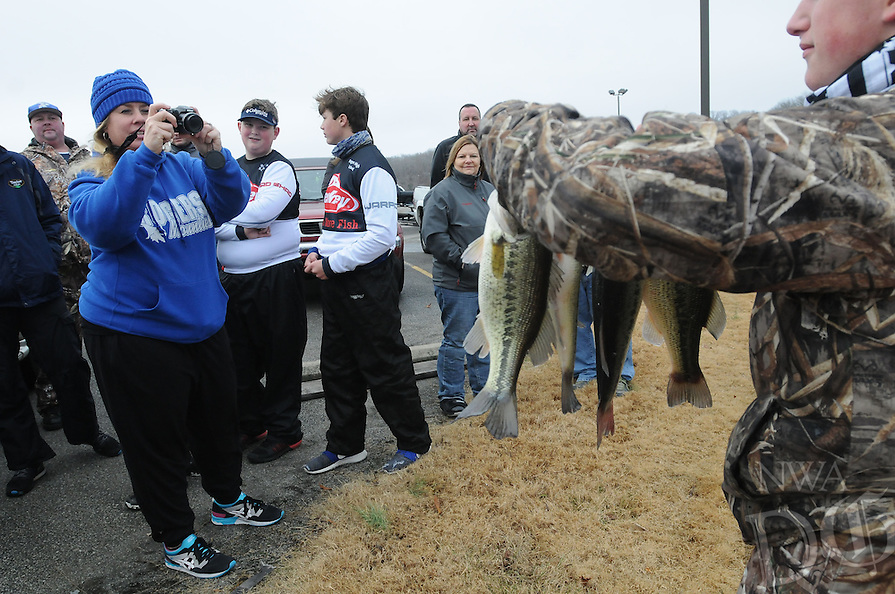 NWA Democrat-Gazette/FLIP PUTTHOFF <br /> Angie Carter takes pictures of team catches during the high school bass tournament Jan. 14 2017 at Beaver Lake.
