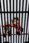 INDIA UP Bundelkhand, Mahoba, children stand on lattice / INDIEN Uttar Pradesh, Bundelkhand, Mahoba, Kinder stehen auf einem Gitter
