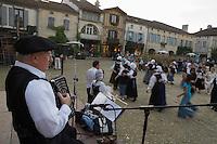 """Europe/France/Aquitaine/40/Landes/Labastide-d'Armagnac: lors de la fête :""""l'Armagnac en Fête """" Accordéoniste et danses régionales"""