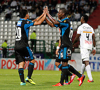 MANIZALES -COLOMBIA- 27 -11--2013.  Erick Moreno (D) de Millonarios  celebra su gol contra el Once Caldas ,partido correspondiente  a los cuadrangulares finales de la Liga Postobon jugado en el estadio Palogrande    / Erick Moreno (R) of Millonarios celebrates his goal against Once Caldas, corresponding to the final runs Postobon League match played at the stadium Palogrande   .Photo: VizzorImage / Santiago Osorio / Stringer