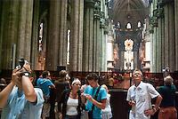 Milano, turisti fanno fotografie all'interno del Duomo --- Milan, tourists take photos inside the Cathedral