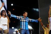 RIO DE JANEIRO, RJ, 01 DE JANEIRO 2012 - REVEILLON PRAIA DE COPACABANA - O cantor Latino, durante apresentacao no show da Virada na praia de Copacabana no Rio de Janeiro, na noite deste sábado, 31. (FOTO: KAREN CANUTO - NEWS FREE).