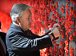 Chilean President Sebastian Pinera places a poppy on the wall of rememberance at the Australian War Memorial Canberra, Tuesday September 11th 2012. AFP PHOTO / Mark GRAHAM