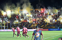 IBAGUE - COLOMBIA -  26 - 11 - 2017: Hinchas de Deportes Tolima, animan a su equipo, durante partido de ida por la Liga Aguila II 2017 entre Deportes Tolima y Atletico Nacional,  jugado en el estadio Manuel Murillo Toro de la ciudad de Ibague. / Fans of Deportes Tolima, cheer for their team, during a match of the first leg for the Aguila League II 2016, between Deportes Tolima and Atletico Nacional,  played at Manuel Murillo Toro stadium in Ibague city. Photo: VizzorImage / Juan Carlos Escobar / Cont.