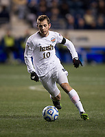 Harrison Shipp (10) of Notre Dame brings the ball upfield during the NCAA Men's College Cup semifinals at PPL Park in Chester, PA.  Notre Dame defeated New Mexico, 2-0.