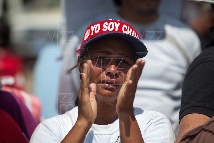 CARACAS - VENEZUELA 08-03-2013, Una mujer llora hoy durante el funeral de estado de Chávez. El lider y  presidente de Venezuela, Hugo Chávez Frías, falleció el pasado martes 5 de marzo de 2013 a causa de un cancer a la edad de 58 años./ A woman cries today during the state funeal of Chavez. The leader and president of Venezuela, Hugo Chavez Frias who died by cancer the past March 5th of 2013 at the age of 58. Photo: VizzorImage / CONT