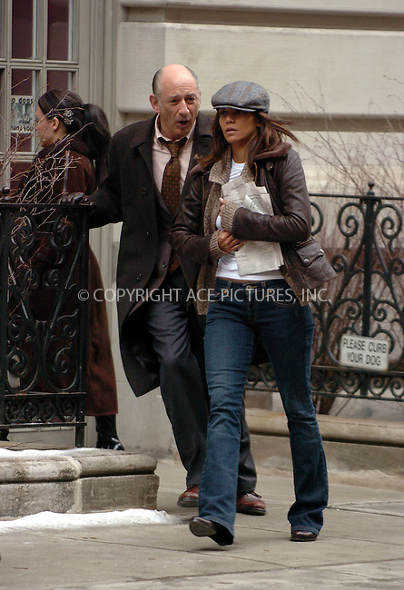 WWW.ACEPIXS.COM . . . . . ....January 25 2006, New York City....Halle Berry on the Upper West Side of Manhattan where she is filming 'Perfect Stranger' with Bruce Willis.....Please byline: AJ SOKALNER - ACEPIXS.COM.. . . . . . ..Ace Pictures, Inc:  ..Philip Vaughan (212) 243-8787 or (646) 769 0430..e-mail: info@acepixs.com..web: http://www.acepixs.com