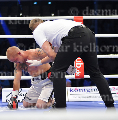 June 17-17,RITTAL ARENA, WETZLAR,GER<br /> Stephen Smith (UK) vs. Karoly Gallovich (Hungary) - 6 rounds, Super-Fetherweight<br /> Short work for Stephen Smith,win by knockout in round one.