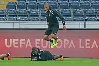 Constant Djakpa und Bamba Anderson (Eintracht) - Eintracht Europa League PK