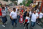 Carnaval de rua. Bloco Esfarrapado. Bairro Bexiga, Bela Vista. São Paulo. 2011. Foto de Juca Martins.
