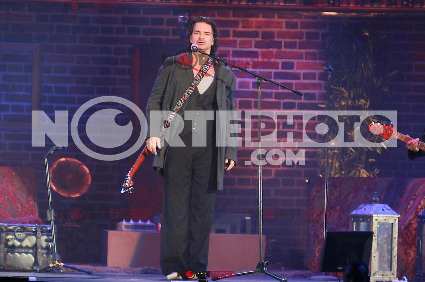 Ricardo Arjona in concert at the American Airlines Arena in Miami, Florida. March 9, 2012.<br /> (*Foto:&copy;Majo Grossi/MediaPunchInc/NortePhoto.com)**SOLO*VENTA*EN*MEXiCO**