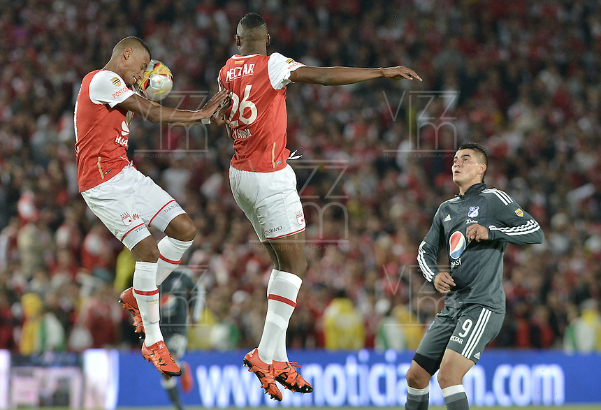 BOGOTÁ -COLOMBIA, 07-02-2016. William Tesillo (Izq) y Yerry Mina jugadores de Santa Fe saltan por el balón durante partido entre Independiente Santa Fe y Millonarios por la fecha 3 de la Liga Aguila I 2016 jugado en el estadio Nemesio Camacho El Campin de la ciudad de Bogota. / William Tesillo (L) and Yerry Mina players of Santa Fe jump for the ball during a match between Independiente Santa Fe and Millonarios for the date 3 of the Liga Aguila I 2016 played at the Nemesio Camacho El Campin Stadium in Bogota city. Photo: VizzorImage / Gabriel Aponte / Staff