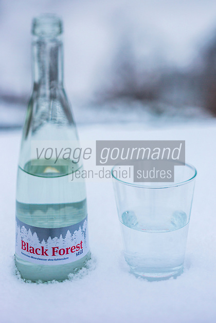 Europe/Allemagne/Bade-Würrtemberg/Forêt Noire/Durbach: Eau de la Forêt Noire: Black Forest  au Restaurant de l' Hôtel  Ritter ,
