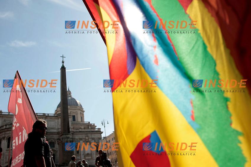 Bandiere <br /> Roma 18-10-2013 Manifestazione dei sindacati di base USB e COBAS in occasione dello sciopero nazionale dei lavoratori.<br /> Strike and demonstration of the Left Trade Unions<br /> Photo Samantha Zucchi Insidefoto