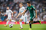 Luka Modric of Real Madrid (L) fights for the ball with Cristian Tello Herrera of Real Betis (R) during the La Liga 2017-18 match between Real Madrid and Real Betis at Estadio Santiago Bernabeu on 20 September 2017 in Madrid, Spain. Photo by Diego Gonzalez / Power Sport Images