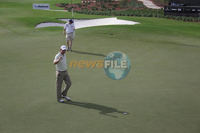 Dubai World Championship Golf. Earth Course,.Jumeirah Golf Estate, Dubai, U.A.E...Padraig Harrington waves to the crowd after birdying the 9th during the second round of the Dubai World Golf championship..Photo: Fran Caffrey/www.golffile.ie...