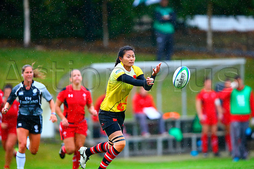 23.08.2015. Dublin, Ireland. Women's Sevens Series Qualifier 2015. Wales versus China<br /> Yang Liu (China) passes out wide.
