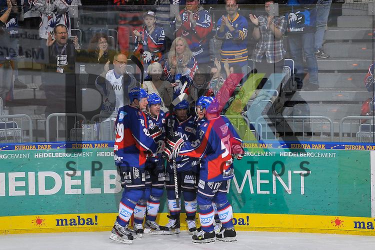Torjuebel zum 5:0 nach dem Treffer von Mannheims Jason Pominville (Nr.50) im Bild Mannheims Denis Reul (Nr.29), Mannheims Jochen Hecht (Nr.55), Mannheims Craig MacDonald (Nr.10), Mannheims Nikolai Goc (Nr.77) und der Torschuetze Mannheims Jason Pominville (Nr.50)  beim Spiel in der DEL, Adler Mannheim - ERC Ingolstadt.<br /> <br /> Foto &copy; Ice-Hockey-Picture-24 *** Foto ist honorarpflichtig! *** Auf Anfrage in hoeherer Qualitaet/Aufloesung. Belegexemplar erbeten. Veroeffentlichung ausschliesslich fuer journalistisch-publizistische Zwecke. For editorial use only.