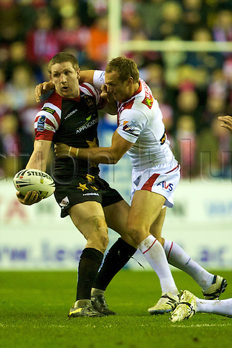 27.02.2011. Wigan Warriors v St George Illawarra Dragons. Ryan Hoffman off loads the ball. Wigan Warriors 15 St George Illawarra Dragons 21.