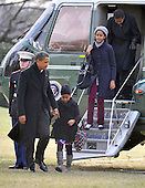 Washington, D.C. - January 4, 2010 -- United States President Barack Obama and his family return from their winter vacation in Hawaii aboard Marine 1 on Monday, January 4, 2010.  From left to right: President Obama, Sasha Obama, Malia Obama, and first lady Michelle Obama..Credit: Ron Sachs / Pool via CNP