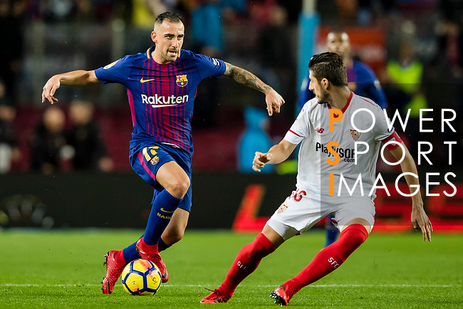 Francisco Alcacer Garcia, Paco Alcacer, of FC Barcelona (L) fights for the ball with Jesus Navas Gonzalez of Sevilla FC (R) during the La Liga 2017-18 match between FC Barcelona and Sevilla FC at Camp Nou on November 04 2017 in Barcelona, Spain. Photo by Vicens Gimenez / Power Sport Images