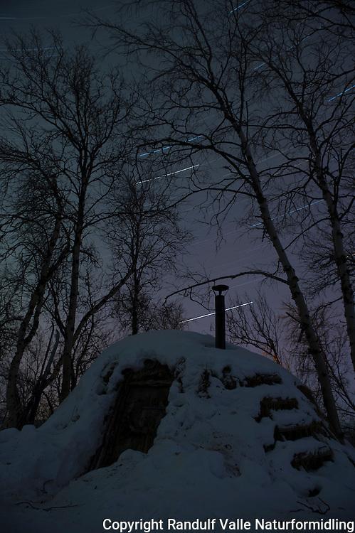 Bastingammen i Stabbursdalen nasjonalpark. ---- Hut in Stabbursdalen National park.