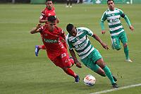 BOGOTÁ - COLOMBIA, 28-10-2018:Amaury Torralvo (Der.) jugador de La Equidad  disputa el balón con Jhon Velasquez (Izq.) jugador de Patriotas Boyacá durante partido por la fecha 17 de la Liga Águila II 2018 jugado en el estadio Metropolitano de Techo de la ciudad de Bogotá. /Amaury Torralvo (R) player of La Equidad fights for the ball with Jhon Velasquez (L) player of Patriotas Boyaca during the match for the date 17 of the Liga Aguila II 2018 played at the Metropolitano de Techo Stadium in Bogota city. Photo: VizzorImage / Felipe Caicedo / Staff.